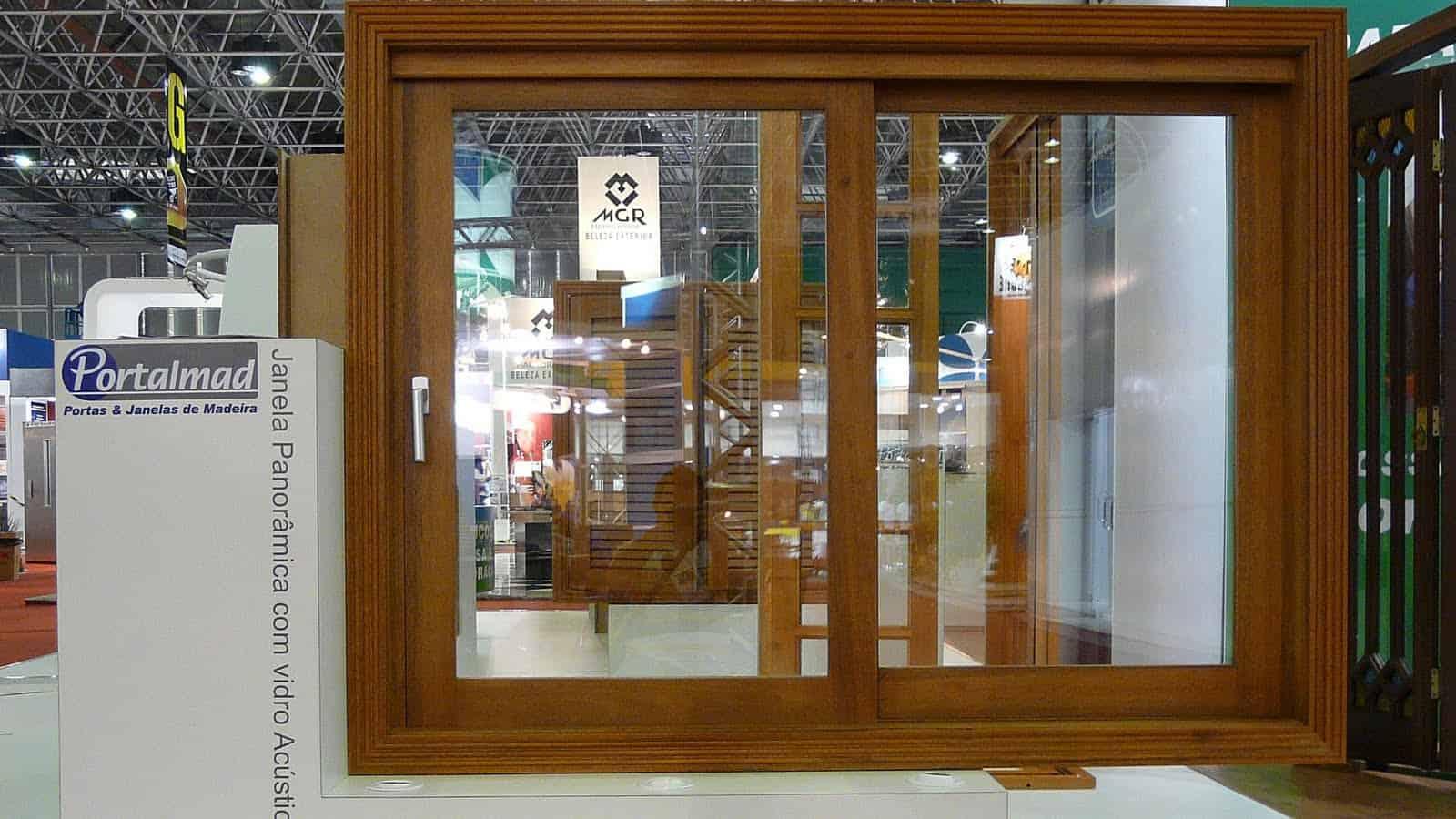 #663C14 fabrica janelas de correr de alto padrão com diversos tipos de  340 Janelas De Vidro Temperado Ou Madeira