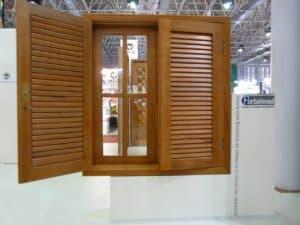 Janela veneziana articulada - móvel - esquadrias de madeira
