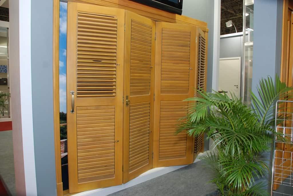 Porta pantográfica com venezianas móveis - Articuladas
