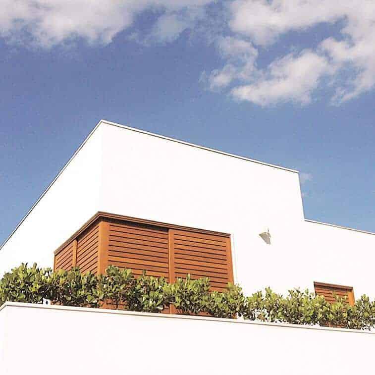 Porta de Correr de Canto - Com Venezianas - Porta de Correr 90 Graus - Madeira