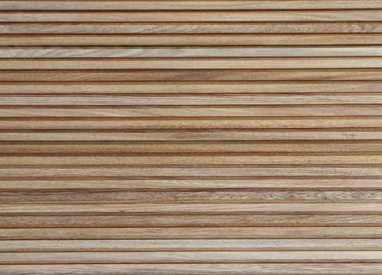 Painel de madeira ripada